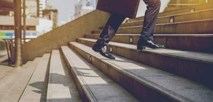 Reprezentarea în România mai accesibilă financiar și procedural